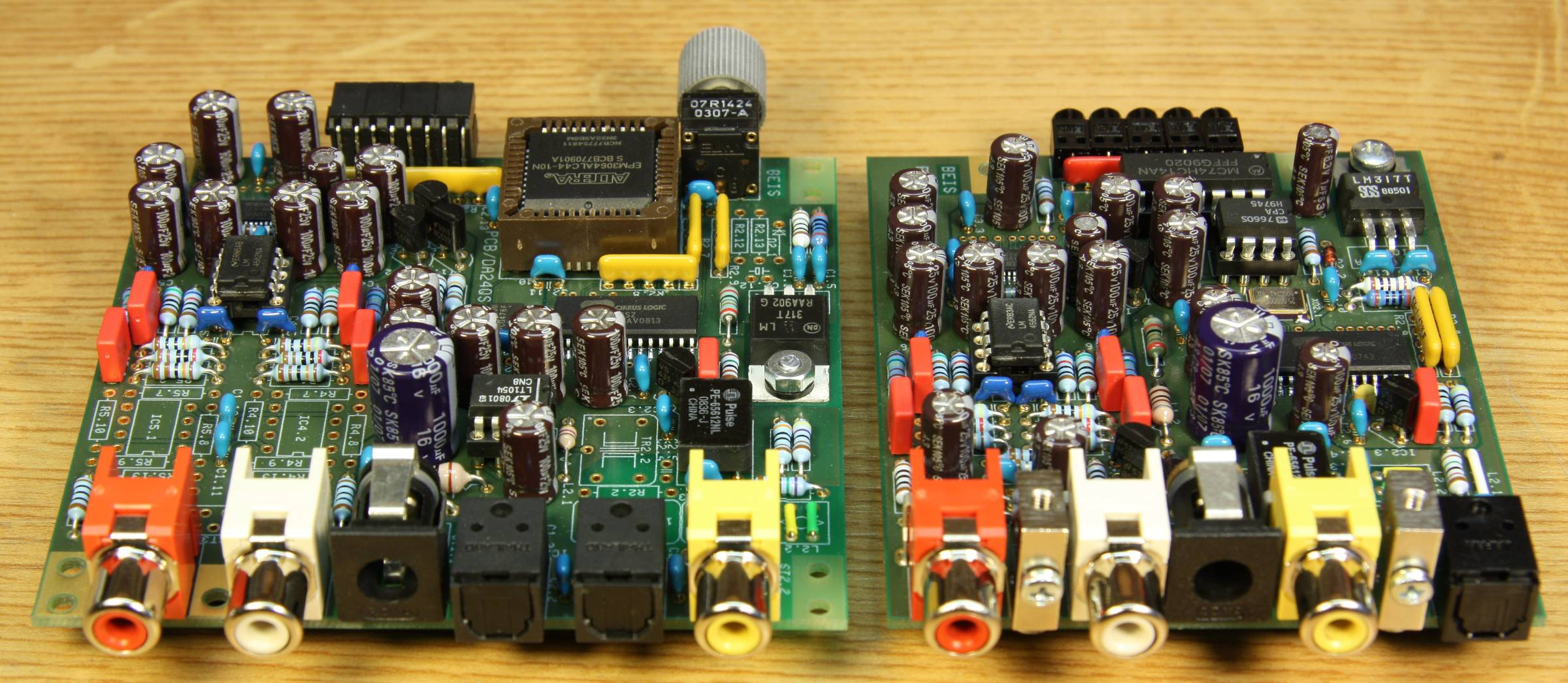 Da24qs And Da24ds Audio Digital To Analog Converters 24 Bit 192 Doityourself Diy Double Sided Pcb Circuit Board Etching Do It All Connections Are Made On The Rear When No Signal Is Present Both Dacs Generate Their Own Zero At A Rate Of 96 Khz